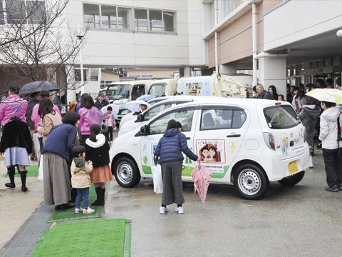 子どもの絵が市内を走行 皆を笑顔に<br>  奈良大宮ロータリークラブ